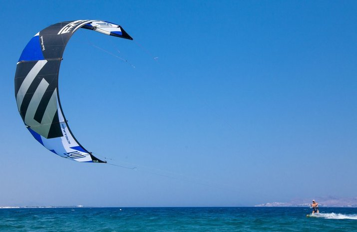 Kipriotis_Hotels_Kite_surfing